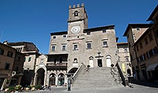 Visit Cortona, the city of Tuscan art with Etruscan origins, Places of interest, museums and churches of Cortona
