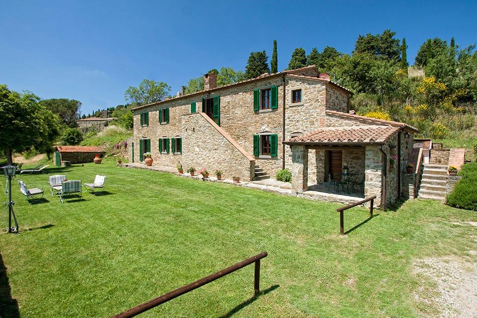 giardino con piscina design esterni : Agriturismo di Cortona con piscina, giardino panoramico, barbecue e ...